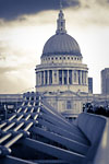London - Millenium Bridge & Saint-Paul Cathedral